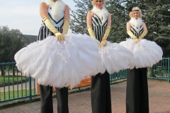 Great-Gatsby-Themed-Stilt-Walkers-1-1