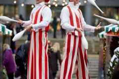 Stilt-Jugglers-1